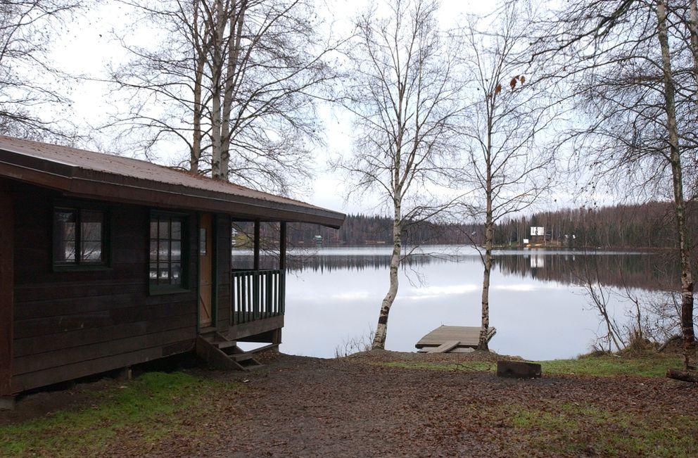 Nancy Lake public use cabin has a porch and a dock. (Bob Hallinen/ADN archive 2003)