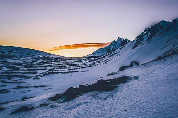 The sunrises near Little O'Malley Peak Thursday April 7, 2016.