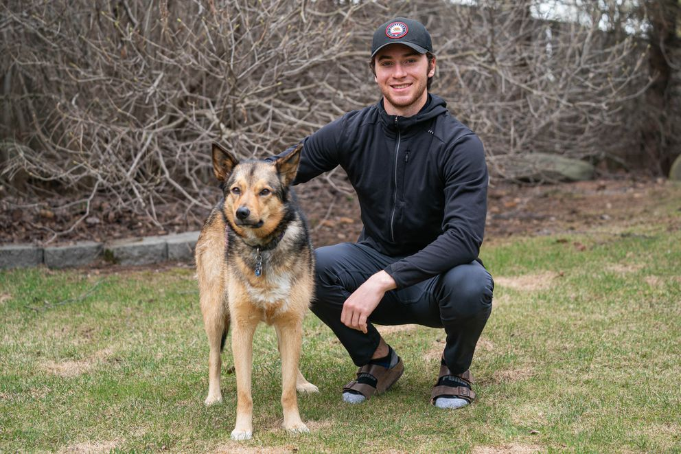 Jeremy Swayman, photographed last May with his dog Jade, spent the offseason waiting out pandemic quarantines in Anchorage. (Loren Holmes / ADN archive 2020)