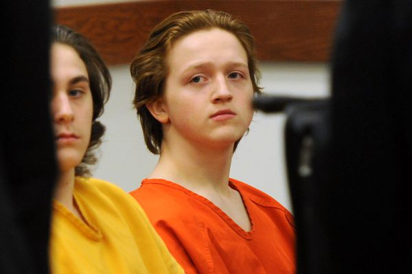 Erick Almandinger, right, attends his preliminary hearing on Tuesday, Dec. 13, 2016, at Palmer Superior Court. Austin Barrett sits next to him. (Erik Hill / Alaska Dispatch News)
