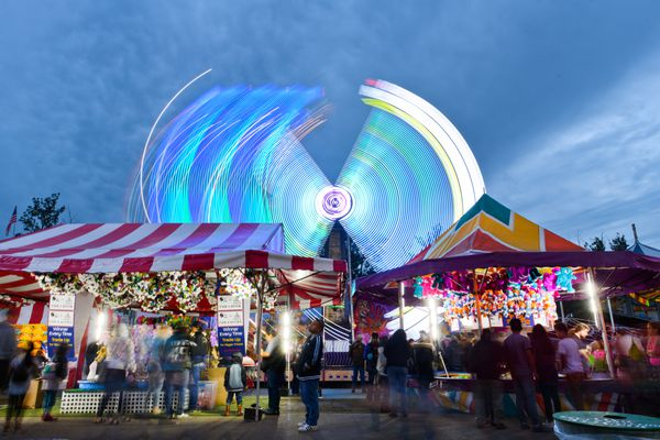 Games and rides draw evening fairgoers. (Marc Lester / ADN)