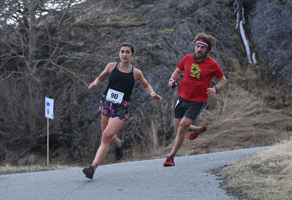 Kendra Paskvan and Gino Graziano pass through the turnaround at the McHugh Creek parking lot midway through the 8-mile race. (Bill Roth / ADN)