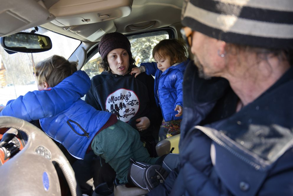 Jenne Smith talks with Lance Mackey in their parked vehicle at Iditarod Headquarters in Wasilla last March. Their children Atigun, left, and Lozen are with them. (Marc Lester / ADN)