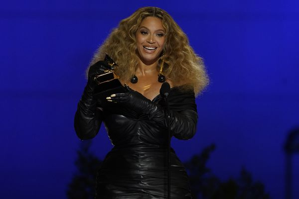 Beyonce accepts the award for best R&B performance for