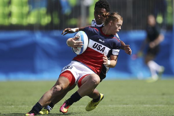 2016 Rio Olympics - Rugby - Preliminary - Women's Pool A USA v Fiji - Deodoro Stadium - Rio de Janeiro, Brazil - 06/08/2016. Leyla Alev Kelter (USA) of USA evades a tackle by Viniana Naisaluwaki Riwai (FIJ) of Fiji. REUTERS/Phil Noble (BRAZIL - Tags: SPORT OLYMPICS SPORT RUGBY) FOR EDITORIAL USE ONLY. NOT FOR SALE FOR MARKETING OR ADVERTISING CAMPAIGNS.