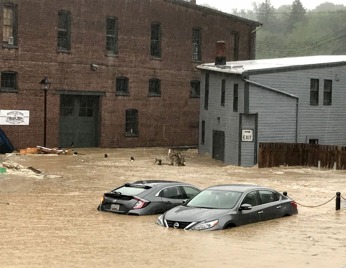 Torrential flooding hits Ellicott City, Maryland ...