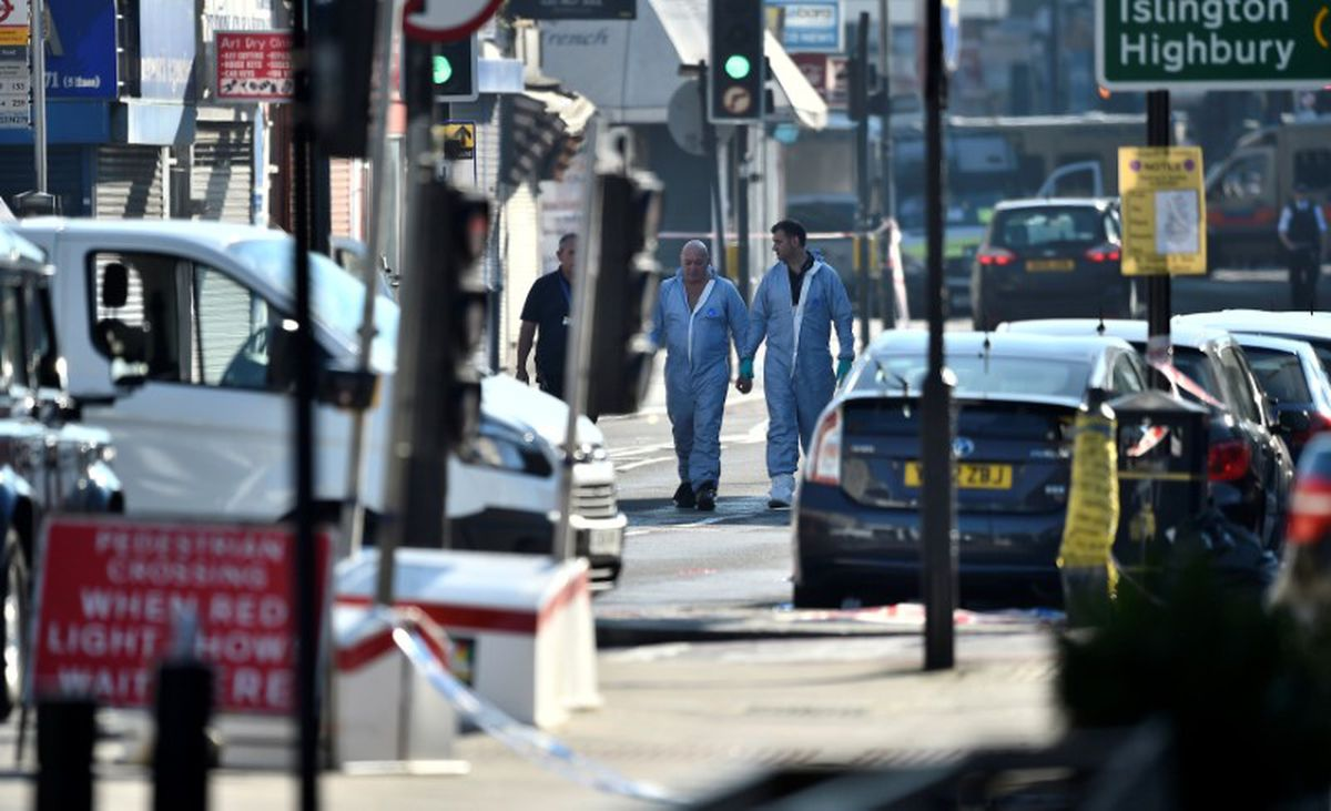 Police forensic officers walk down a road close to where a vehicle collided with pedestrians in the Finsbury Park neighbourhood of North London, Britain June 19, 2017. REUTERS/Hannah McKay
