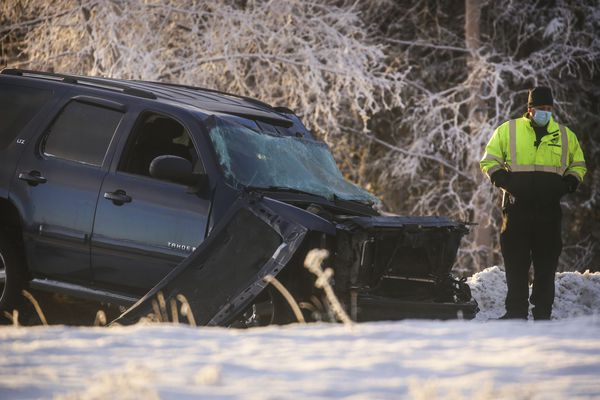 Anchorage police secure and investigate the scene of a fatal car crash Thursday morning, Nov. 19, 2020, at the intersection of Dimond Boulevard and Minnesota Drive. (Emily Mesner / ADN)