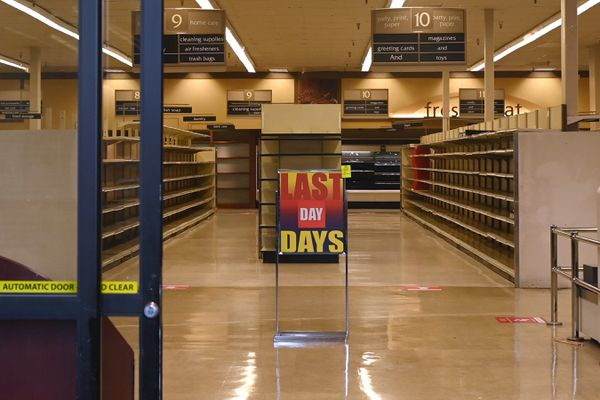 Carrs Safeway grocery store at the Northway Mall is permanently closed on Wednesday, Sept. 23, 2020. (Bill Roth / ADN)