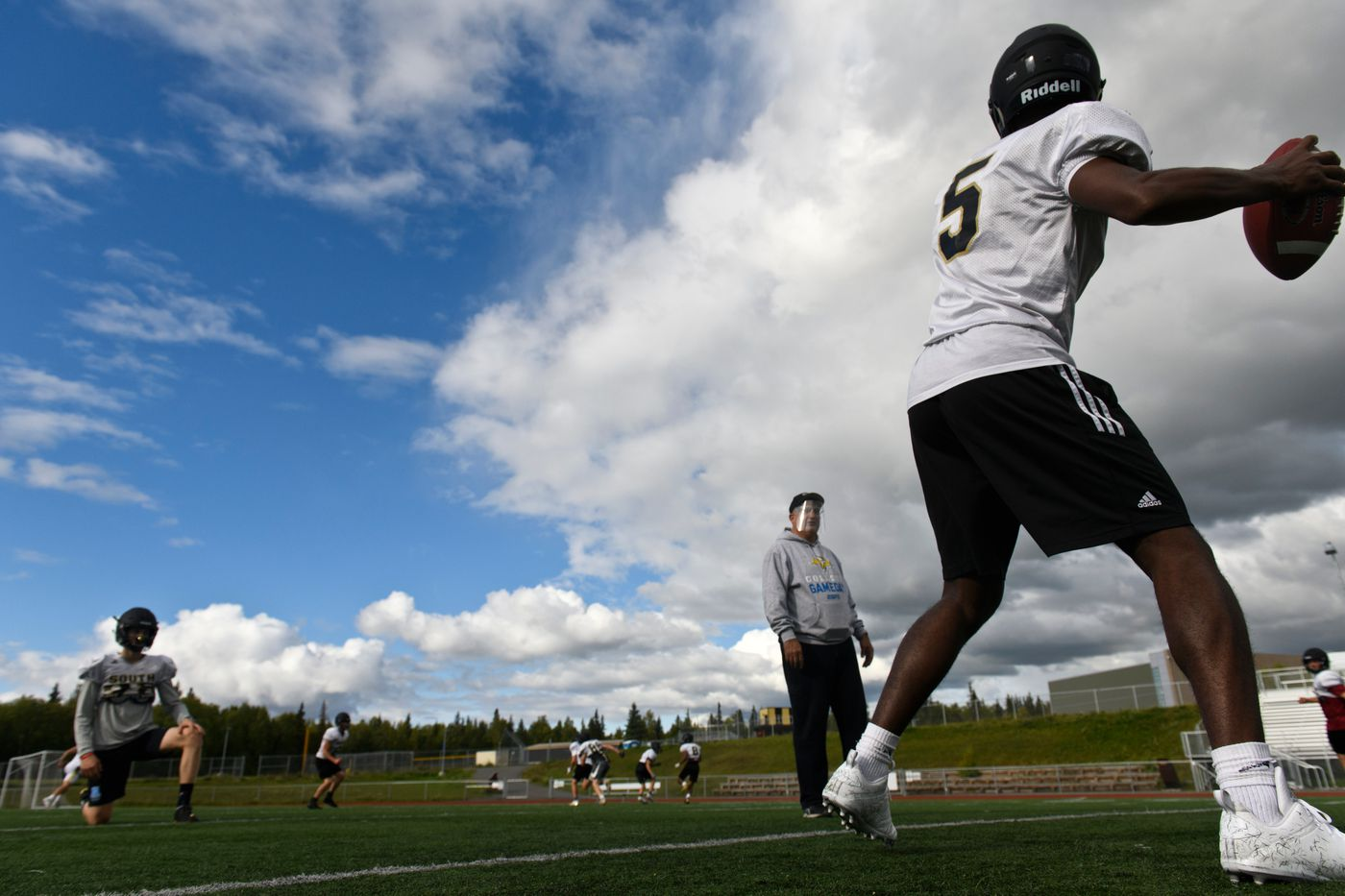 Jackson Harmon throws during passing drills at South High School's during football practice on September 4, 2020. (Marc Lester / ADN)