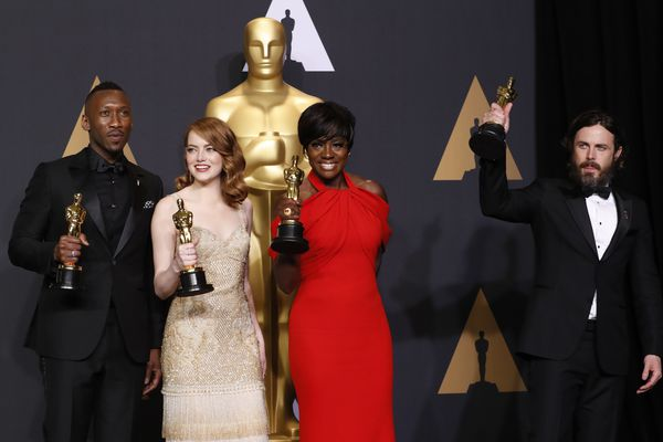 89th Academy Awards - Oscars Backstage - Hollywood, California, U.S. - 26/02/17 – Best Supporting Actor Mahershala Ali, for Moonlight, Best Actress Emma Stone for La La Land, Best Supporting Actress Viola Davis, for Fences and Best Actor Casey Affleck for Manchester by the Sea (L-R), hold their Oscars. REUTERS/Lucas Jackson
