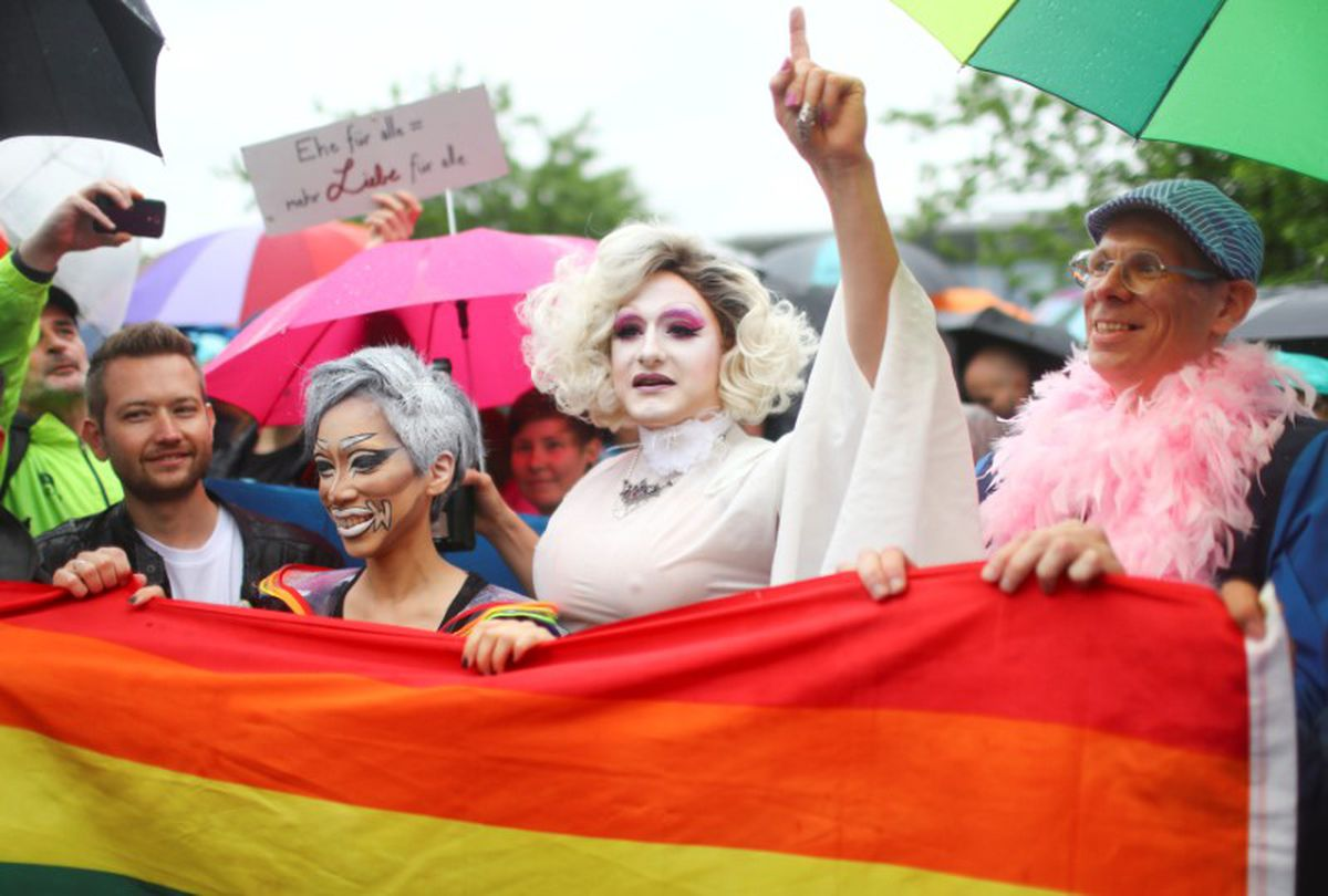 uk lawmakers approve same sex marriage in On wednesday, taiwan's constitutional court declared that same-sex couples have the legal right to marry, the first ruling of its kind to be carried out in asia, a moment celebrated by activists who have fought for the right for years the court declared that current marriage laws were in violation.