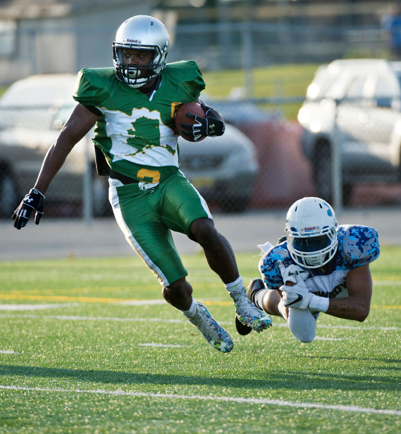 Tamarik Wilks escapes a tackle in a game against the Eagle River Cowboys on Sept. 3, 2018. (Marc Lester / ADN)