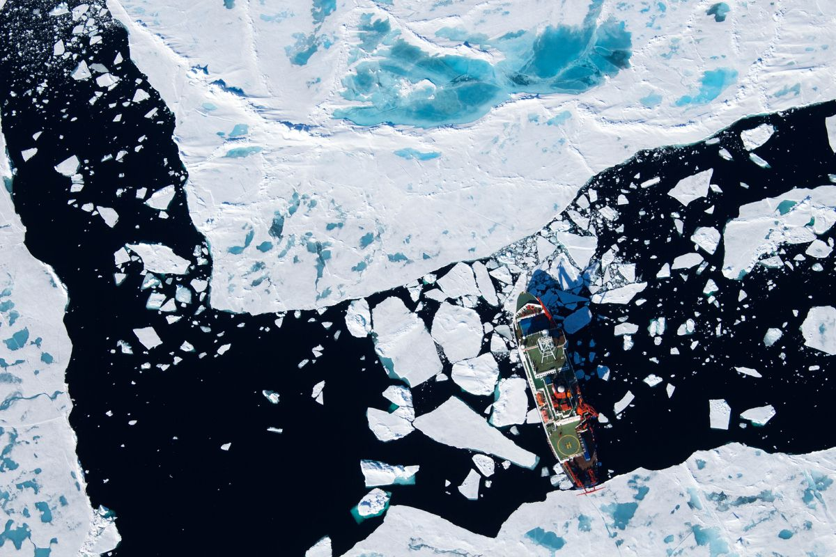The German icebreaker Polarstern navigates Arctic seas in July 2014. Scientists used the ship to recover sediment cores for study. (Stefanie Arndt / Alfred Wegener Institute)