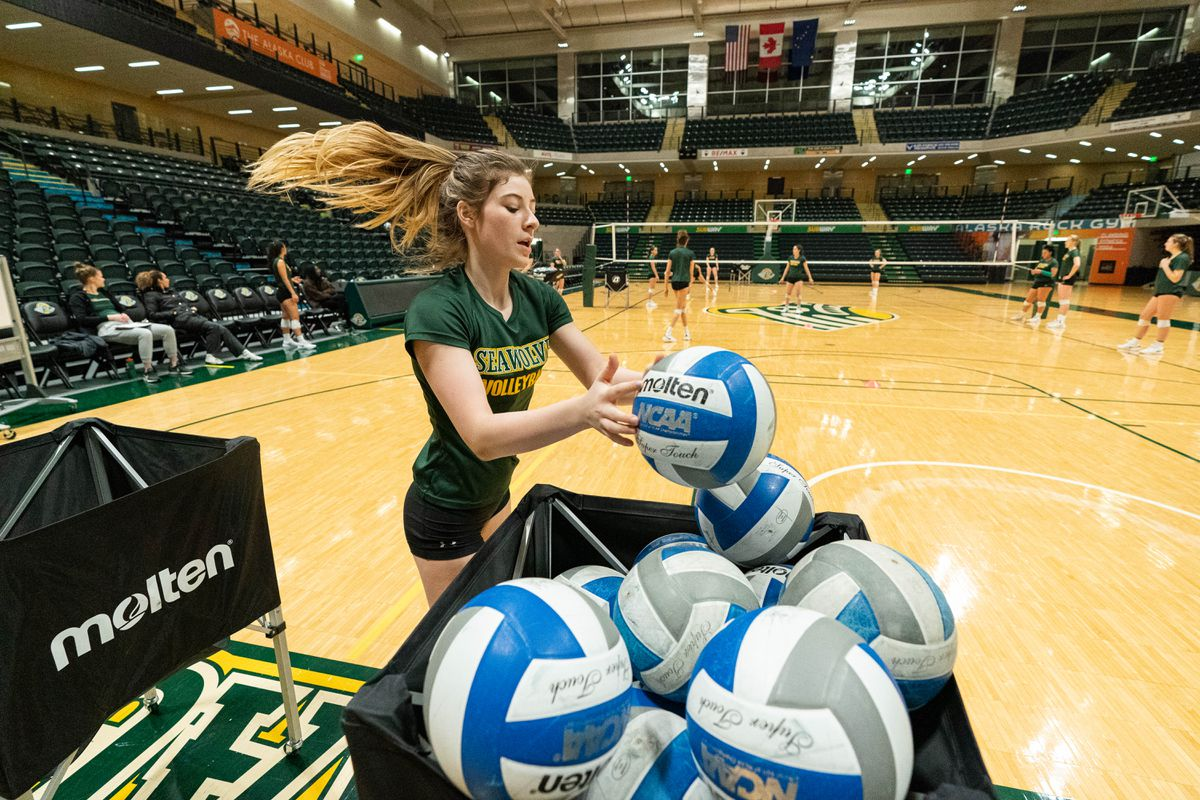 University of Alaska volleyball player Julia Fetko participates in a team practice Wednesday, Nov. 27, 2019 at the Alaska Airlines Center. (Loren Holmes / ADN)