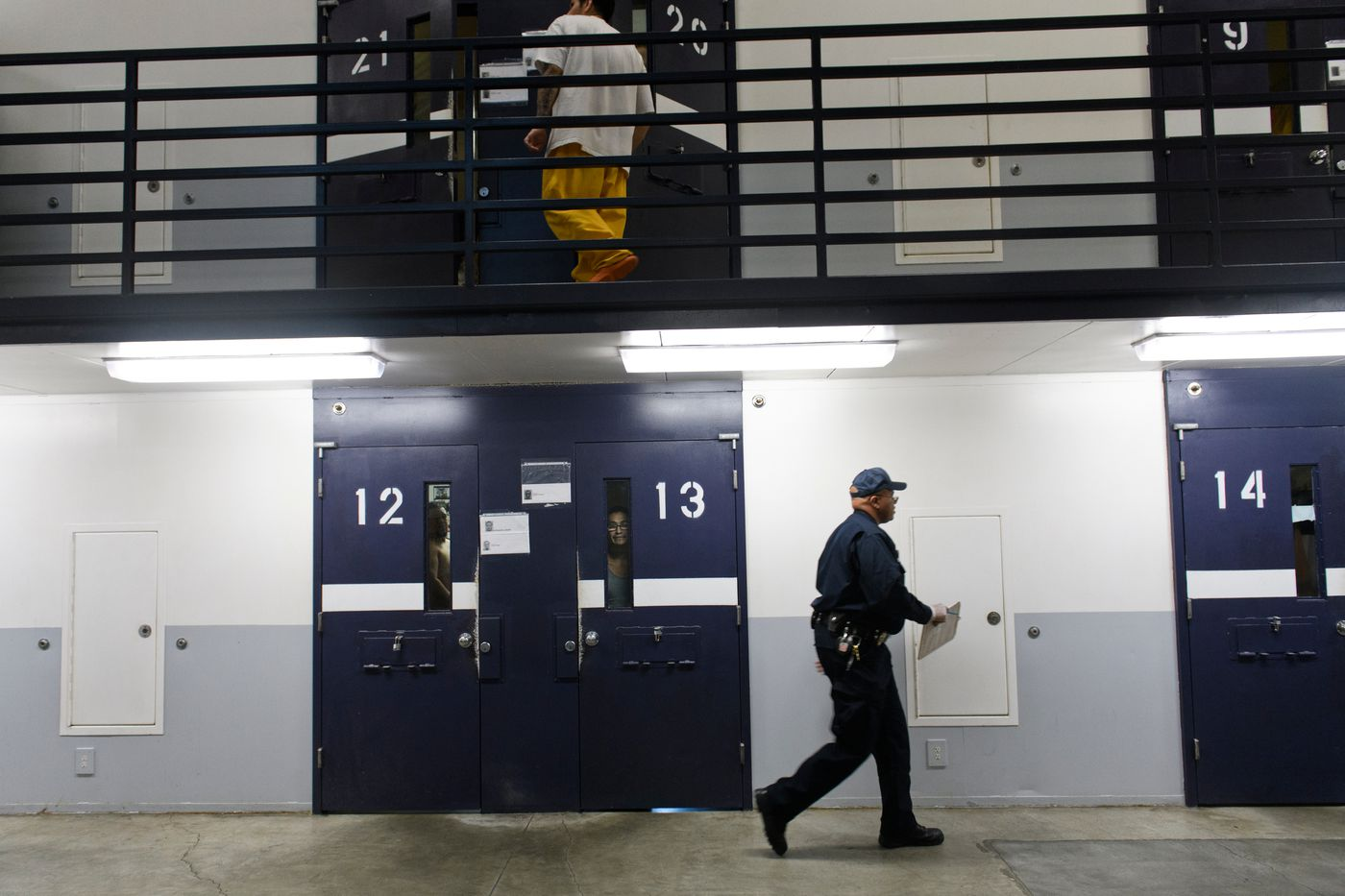 Correctional officer Randall Wilson counts prisoners during a scheduled lockdown on Sept. 27. (Marc Lester / ADN)