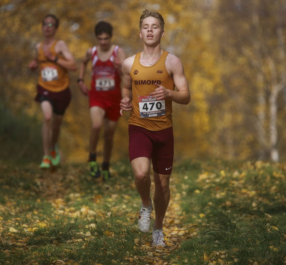Dimond's Tayson McKenzie nears the finish line. (Emily Mesner / ADN)