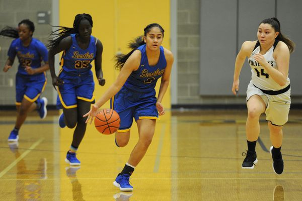 Bartlett sophomore Amelia Uhila brings the ball down court during the Golden Bears' 55-33 victory at South High on Tuesday, Jan. 22, 2019. (Bill Roth/ ADN)