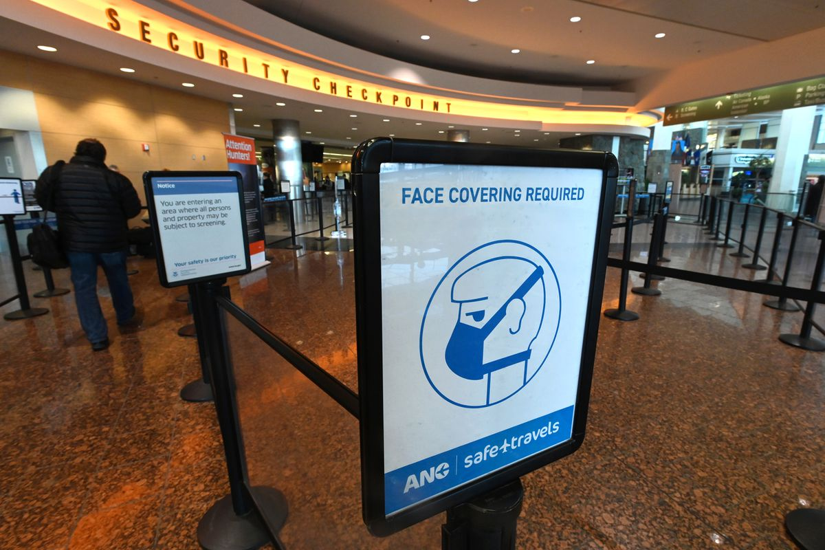 Face covering are required at Ted Stevens Anchorage International Airport on Thursday, Nov. 19, 2020. (Bill Roth / ADN)