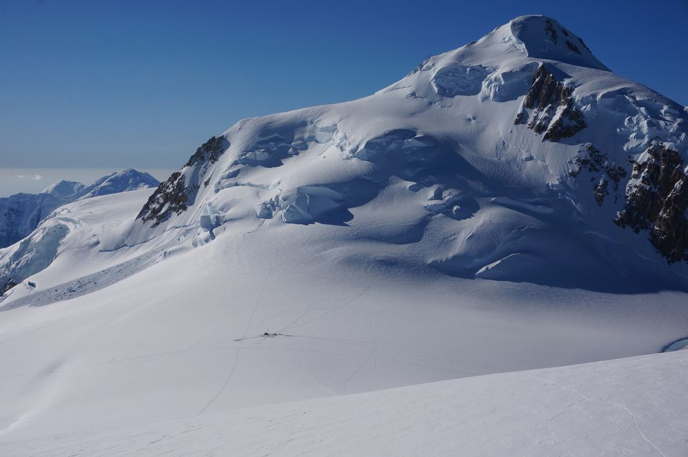 A view overlooking a scientific camp on a high plateau of Mount Hunter from which two ice cores were pulled. (Erich Osterberg)