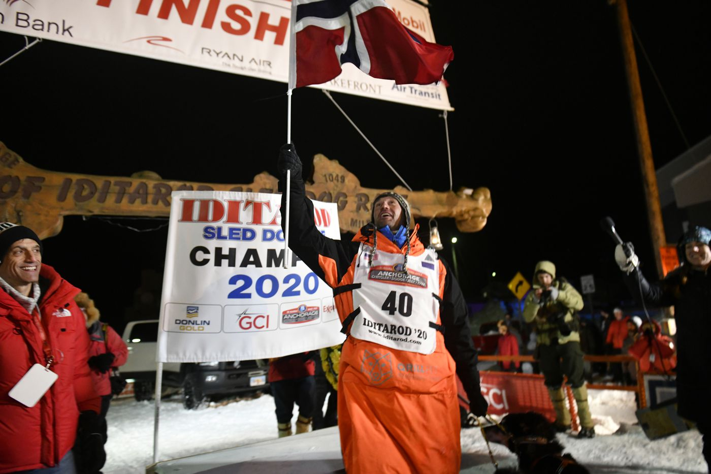 Thomas Waerner waves the flag of Norway after winning the Iditarod Trail Sled Dog Race on March 18, 2020. (Marc Lester / ADN)