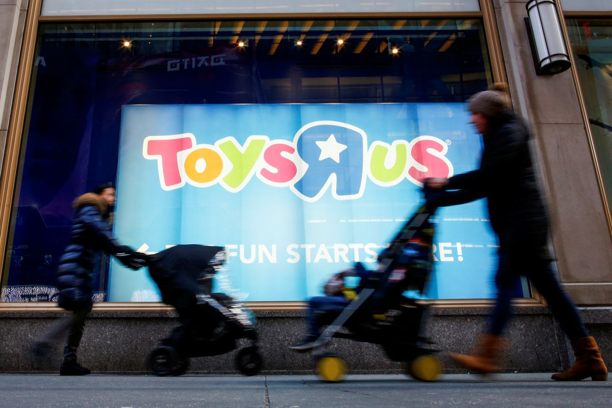 People pass by the Toys R Us store at Times Square in New York, March 9, 2018. REUTERS/Eduardo Munoz