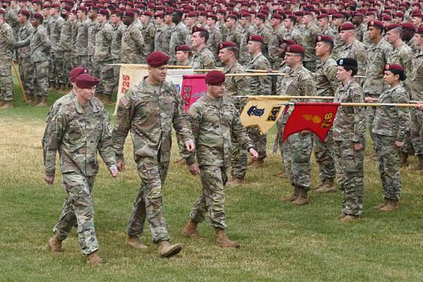 From left, incoming 4th Infantry Brigade Combat Team (Airborne), 25th Infantry Division Commander Col. Michael