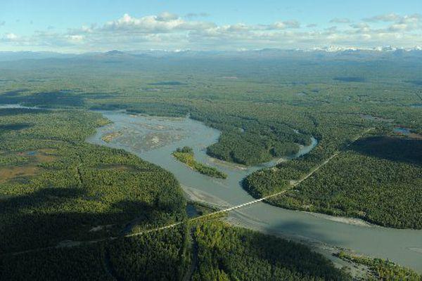A Parks Highway bridge spans the Susitna River. (Bob Hallinen/ADN archive 2012)