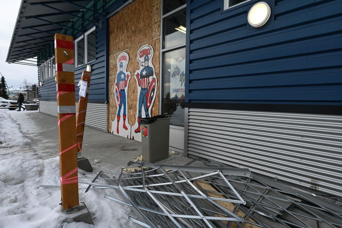 An entrance to Bosco's in Spenard is boarded up after another burglary on Thursday. (Bill Roth / ADN)