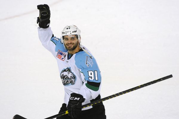 Alaska right wing Peter Sivak waves to the crowd after being named the star of the game during the Aces' 5-3 home victory over the Utah Grizzlies at the Sullivan Arena on Sunday, Nov. 27, 2016. Sivak scored a goal in the first period and an empty-netter in the third period and had two assists. (Bill Roth / Alaska Dispatch News)