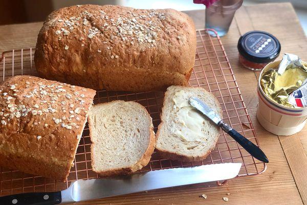 Oatmeal sandwich bread (Kim Sunée)