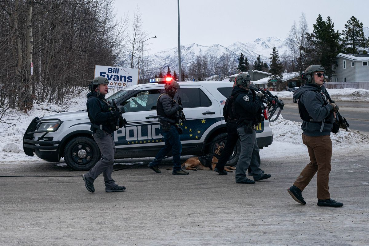 An Anchorage police SWAT team searches for a suspect in an armed robbery at a Northeast Anchorage Subway shop on Thursday, Jan. 14, 2021. (Loren Holmes / ADN)