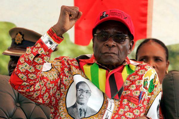 FILE PHOTO - Zimbabwe's President Robert Mugabe gestures at an election rally in the small town of Shamva, Zimbabwe May 29, 2008. REUTERS/Philimon Bulawayo/File Photo